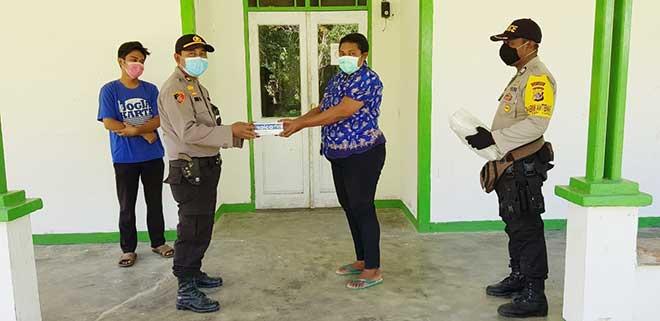 Lawan Covid-19, OASE-KIM serahkan bantuan alat kesehatan di Puskesmas Yapen Timur, Papua