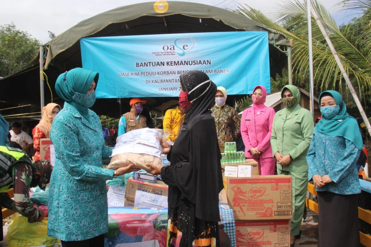 OASE-KIM memberikan bantuan kepada warga terdampak banjir di Kalimantan Selatan